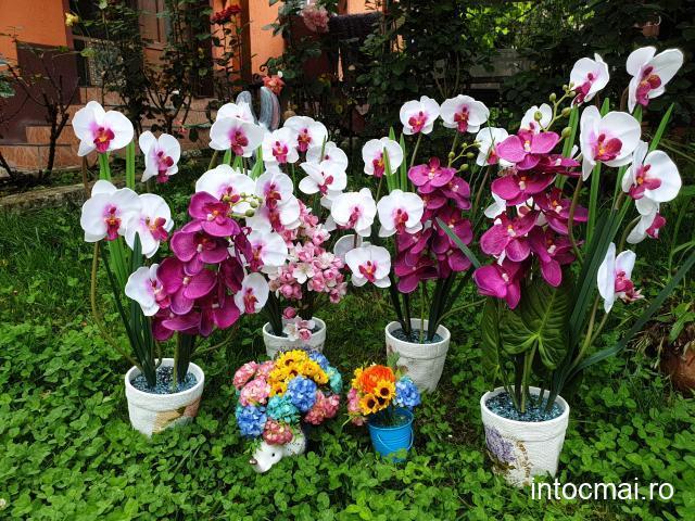 Aranjamente din flori artificiale