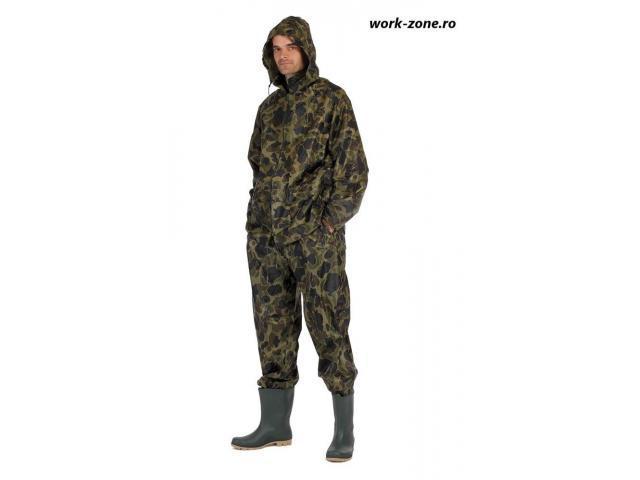 Costum de ploaie camouflage Cerva, ideal pentru pescari