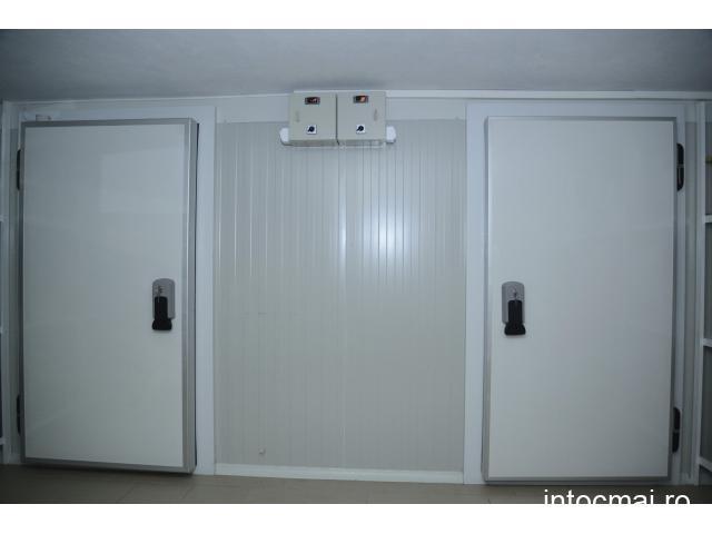 Inchiriez camera frigorifica de refrigerare.