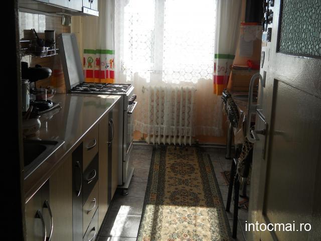 apartament 3 camere,etaj 4,Carpati 2