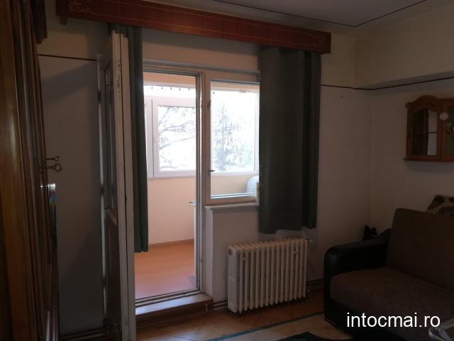 Apartament 4 camere, etaj 1, intrare micro 17