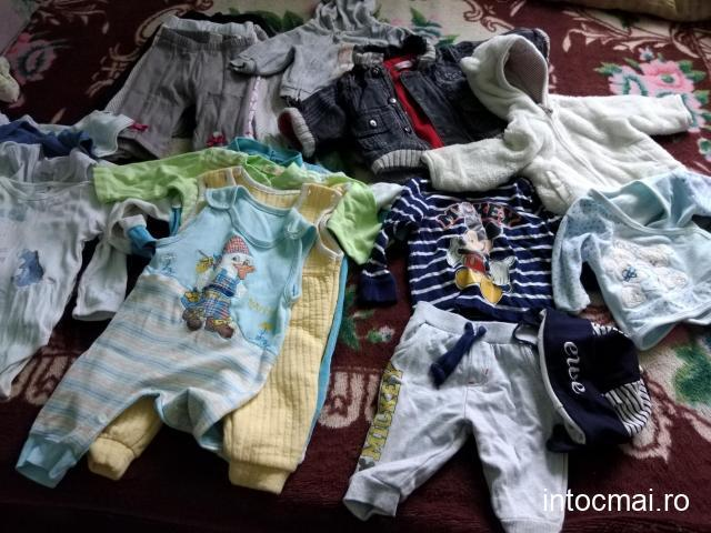 Vând hăinuțe bebe 6 - 12luni