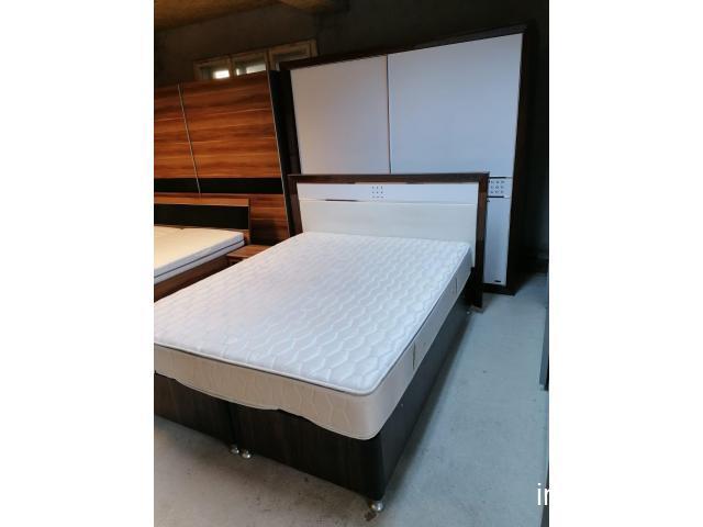 Dormitor maro alb lucios