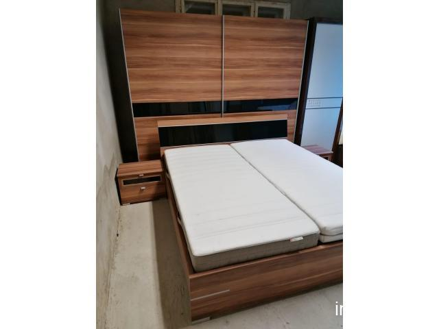 Dormitor maro